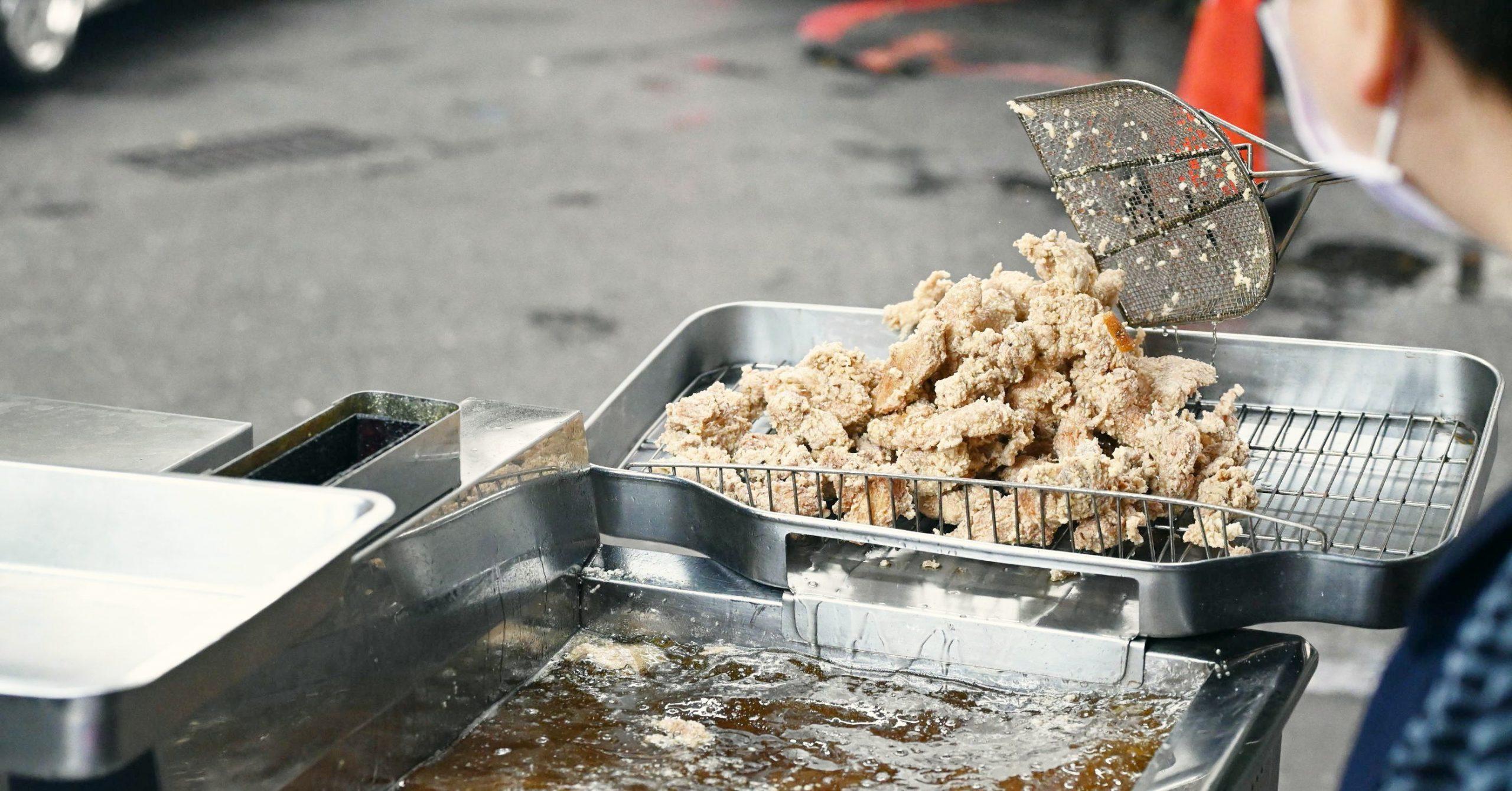 【七堵美食】七堵雞塊麵,平日七點就開炸的雞排攤車