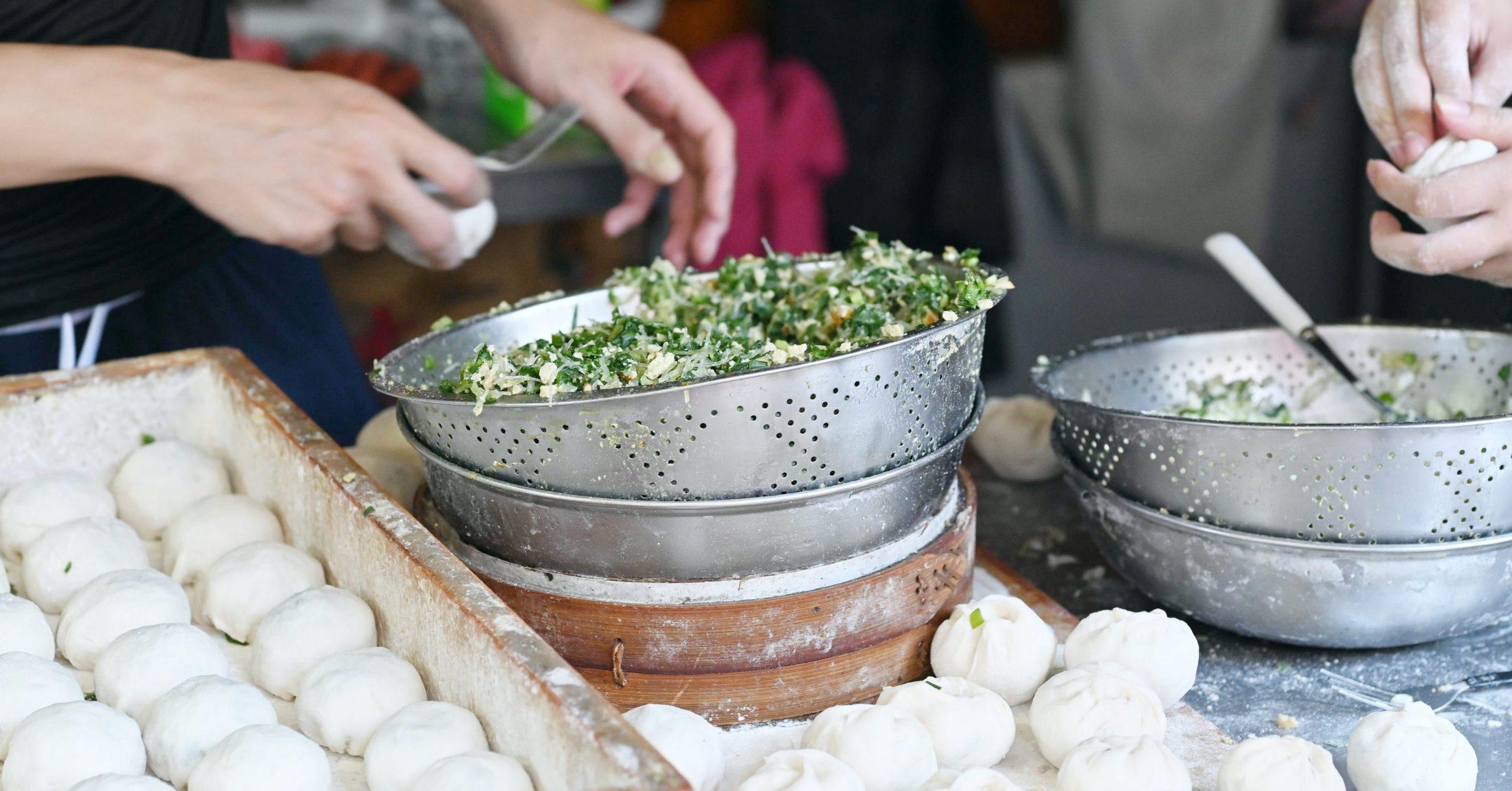 今日熱門文章:【三重美食】信義公園旁水煎包,三重6元小籠包水煎包