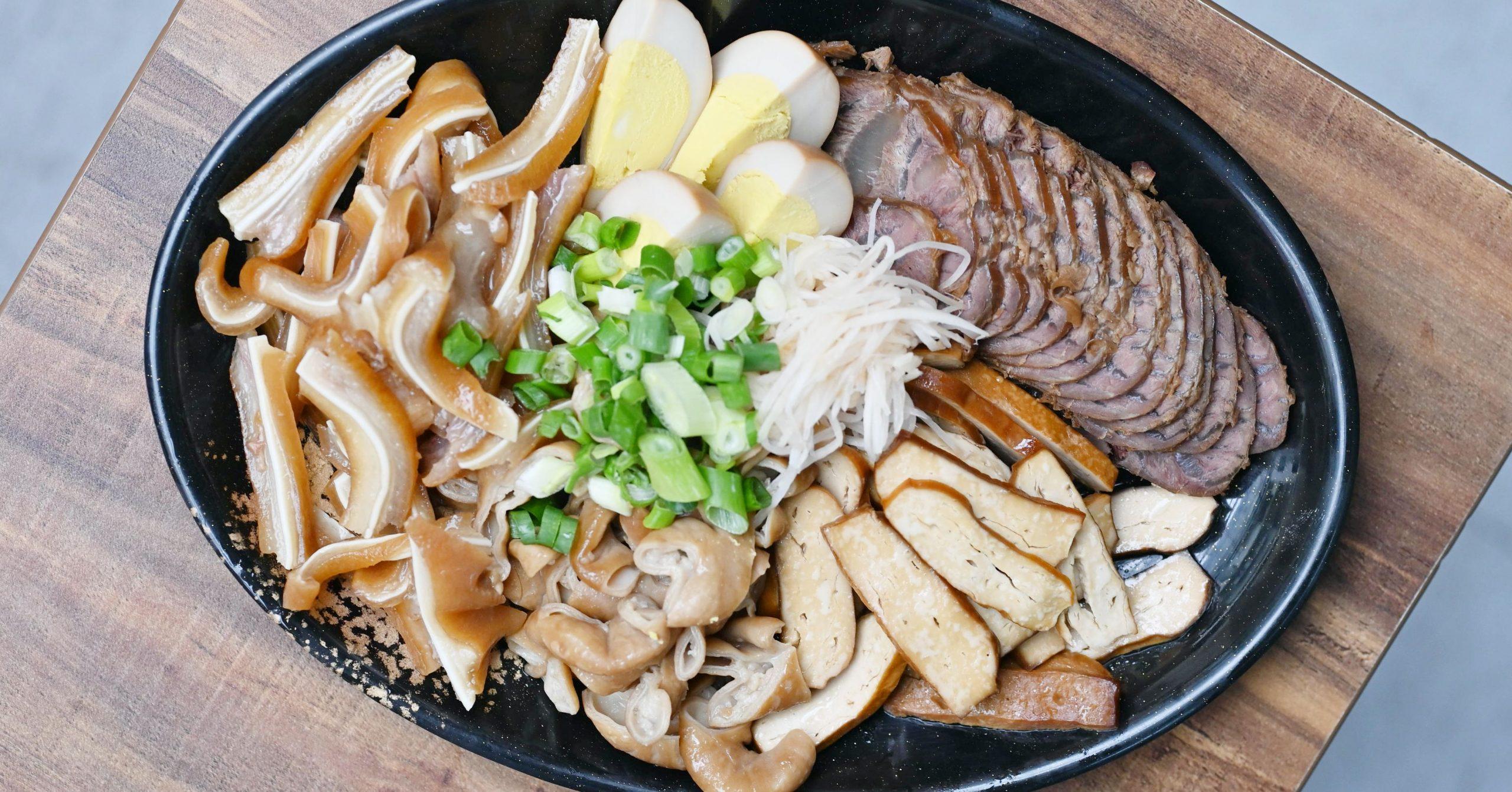 今日熱門文章:【天母美食】蕭家牛肉麵德東店,小菜真的是太強大 (菜單)