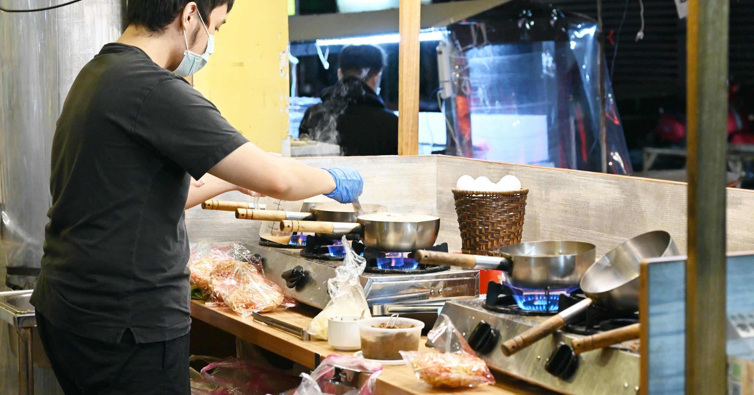 今日熱門文章:【三重美食】一嘴鍋燒麵,賣到凌晨兩點 三重宵夜推薦 (菜單)
