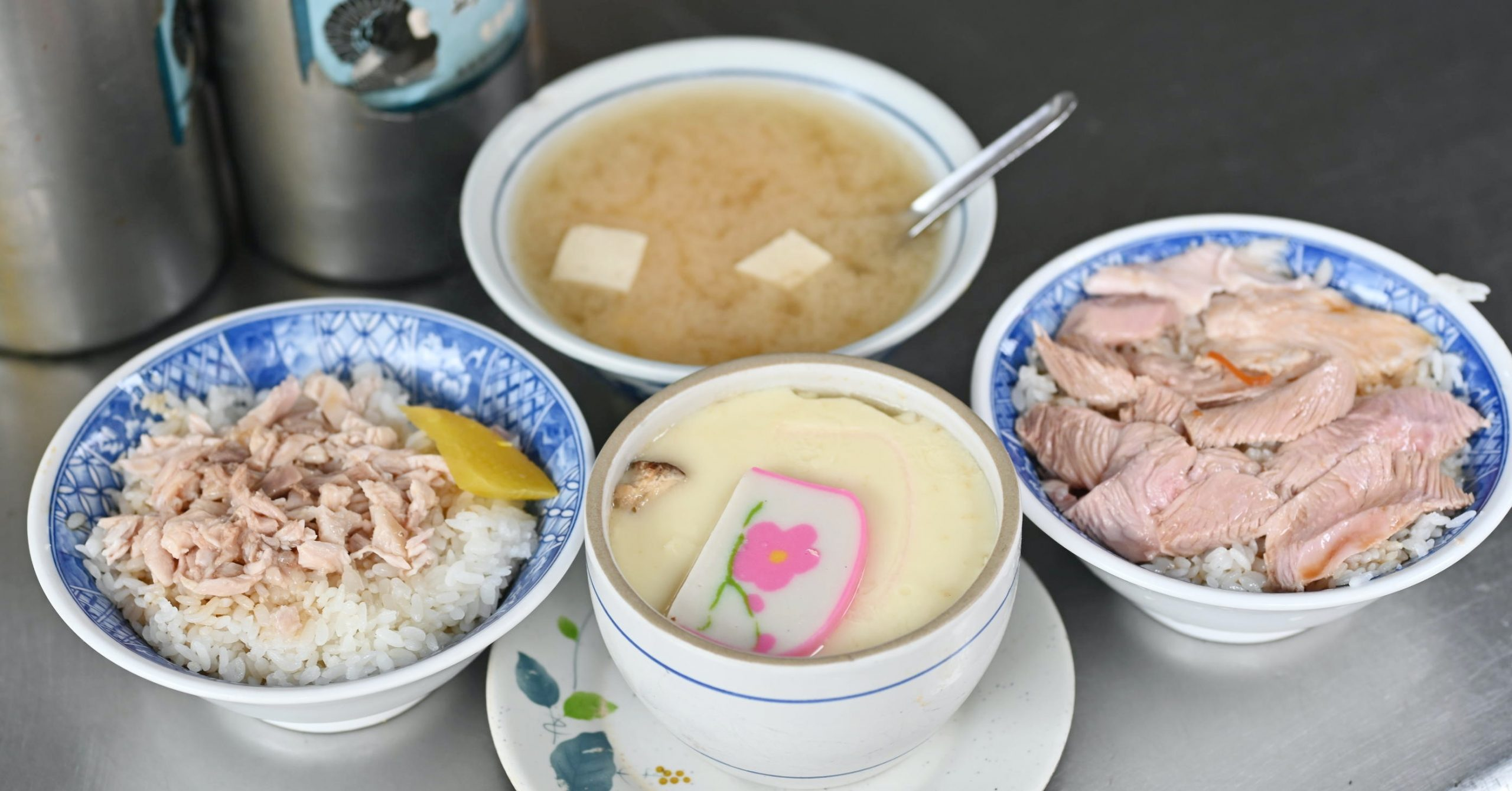 今日熱門文章:【嘉義火雞肉飯推薦】頭家火雞肉飯,市場內的美味雞肉飯